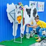 Деревянная корова с симулятором вымени